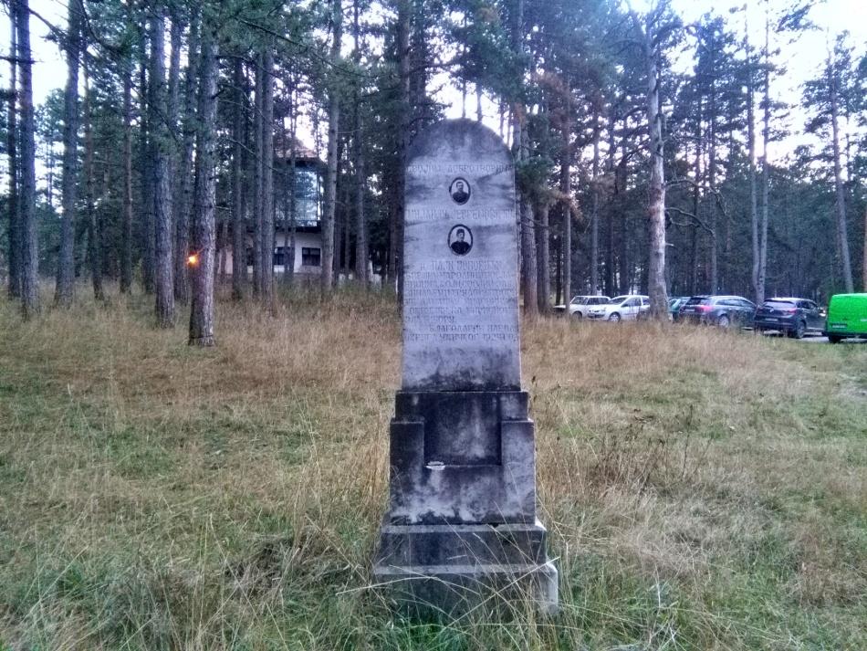 Spomenik zahvalnosti Mijailu Jevremoviću i Paji Popoviću na Zlatiboru