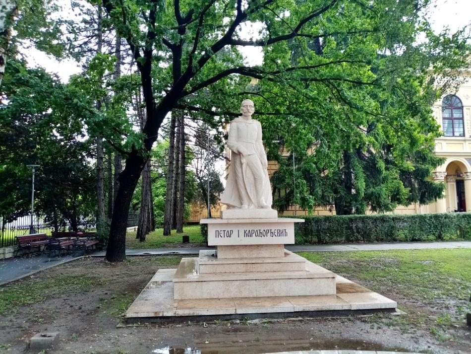 Spomenik kralju Petru I Karađorđeviću u Bečeju